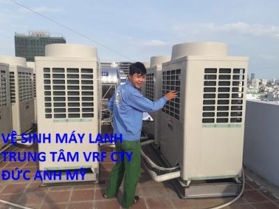 Ve-sinh-may-lanh-trung-tam-VRF- Toshiba